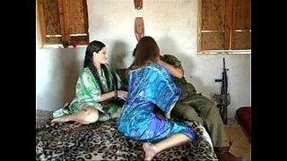 جندي أمريكي ينيك نساء العرب المحجبات في العراق أنبوب الجنس العربي