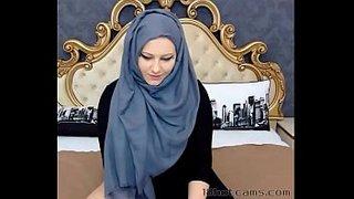مصمصة شرموطة سورية محجبة ولا اروع تجيب ضهر حبيبها | سكس سوري جديد ...